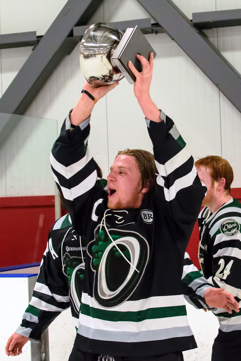OILERS CAPTAIN Cam Cundy holds EHL Championship cup aloft after 4-1 win over Northern Cyclones. (Photo by Jamie Callery)